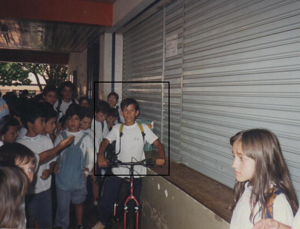 Danilo sendo sorteado com uma bicicleta em uma promoção em 1996.